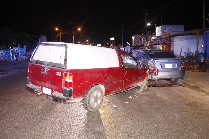 Ebrio conductor terminó en la cárcel por chocar un carro, en la colonia Nueva Chichén