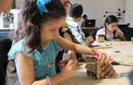 Imparte un taller de creatividad para niñas y niños con motivo del Día de Reyes
