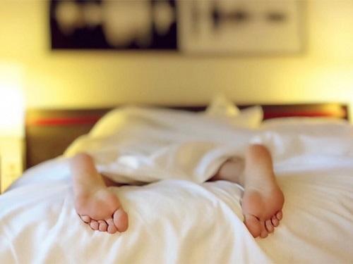 Según un estudio, dormir menos de seis horas aumenta el riesgo de tener enfermedades cardiovasculares