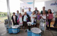 Renán Barrera entrega estufas ecológicas a familias meridanas vulnerables