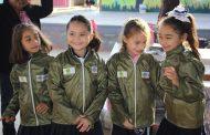 El Ayuntamiento de Oxkutzcab inicia la entrega de chamarras a alumnos de primaria