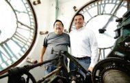 Renán Barrera logró que el reloj municipal funcione, tras 20 años