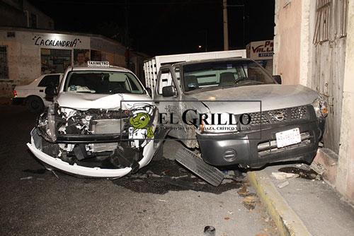 """Una joven se """"vuela"""" un alto y choca en el Centro de Mérida"""