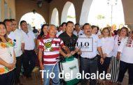 Ismael Aguilar apoya a amigos, parientes y compadres, con dinero de otros municipios