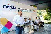 Renán Barrera entrega a Pamplona dos nuevos y modernos camiones recolectores de basura
