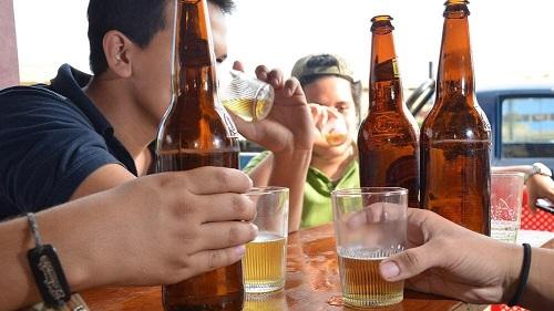 Rechazan que la edad permitida para la venta de alcohol pase de 18 a 21 años