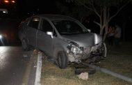 Le cierra el paso un camión de Situr y choca contra un poste de luz, en la avenida Mérida 2000