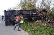 Vuelca un tráiler en la vía Mérida-Valladolid: Dos lesionados leves