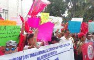 Agrupaciones yucatecas se manifiestan afuera de dependencias, para presentar demandas